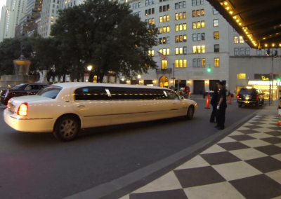 0578-new-york-city-usa-august-20-2014-a-limousine-arriving-in-front-of-the-hotel-plaza-in-central-parklimousine-in-central-park_vj5ny2hm__F0002